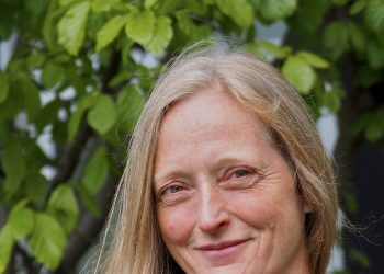 Dr. Carola Tiling